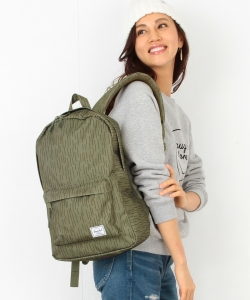 Herschel Supply / Classic Mid-Volume
