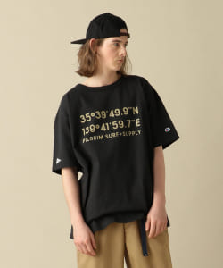 <MEN>Champion × Pilgrim Surf+Supply / Print Crew T-Shirt