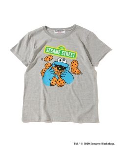 <WOMEN>FUJI ROCK FESTIVAL'19 × Ray BEAMS / SESAME STREET クッキーモンスター Tシャツ
